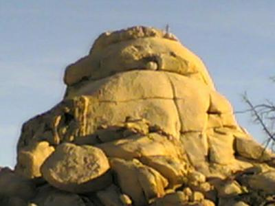Theブロッブ岩を丸腰で登る人達